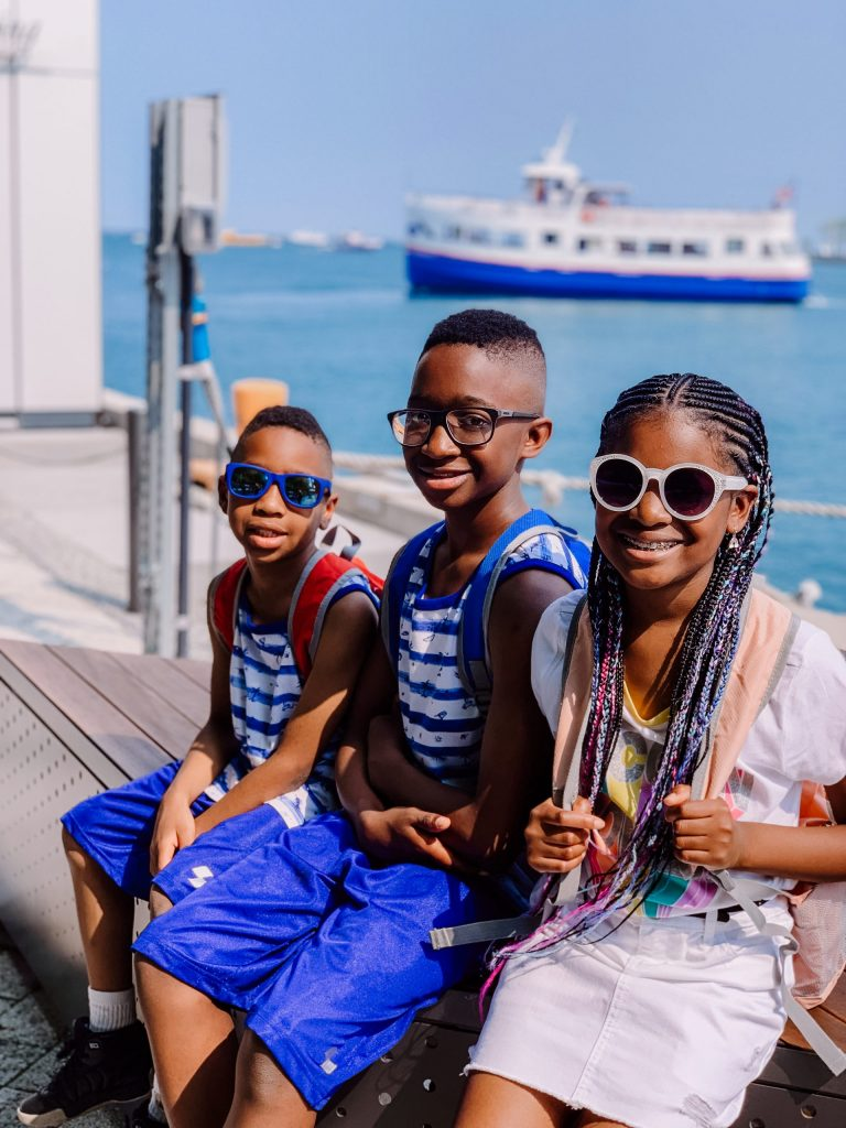 5  BUDGET TRAVEL HACKS FOR LARGE FAMILIES